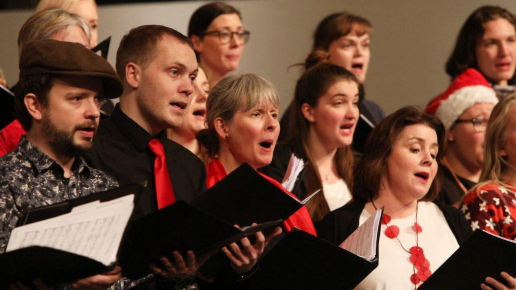 Kórfélagar syngja jólalög